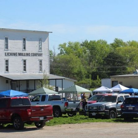 Photo by Shari Harris The 1st Annual Licking Junk Derby drew a sizable number of vendors and shoppers Saturday.