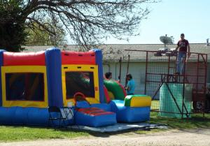 Bouncehouse and dunking booth - CP